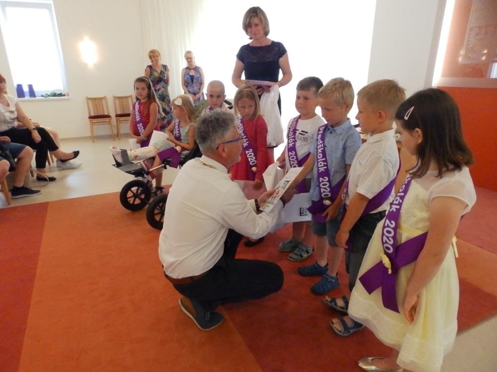 Předávání knížek předškolákům