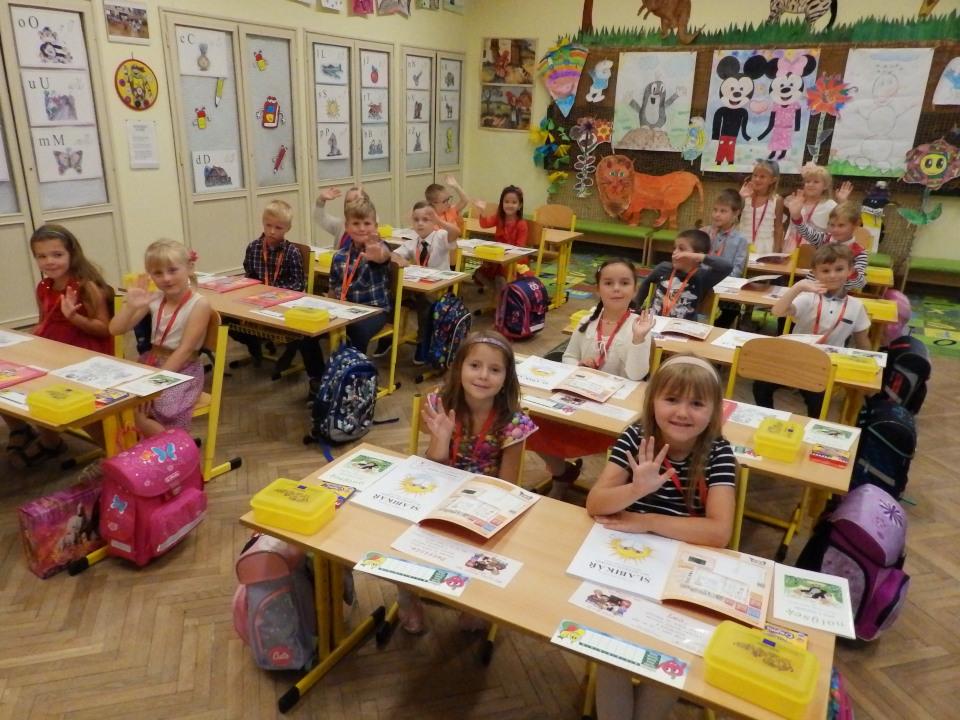 Žáci 1. třídy poprvé společně ve své první třídě vlavicích