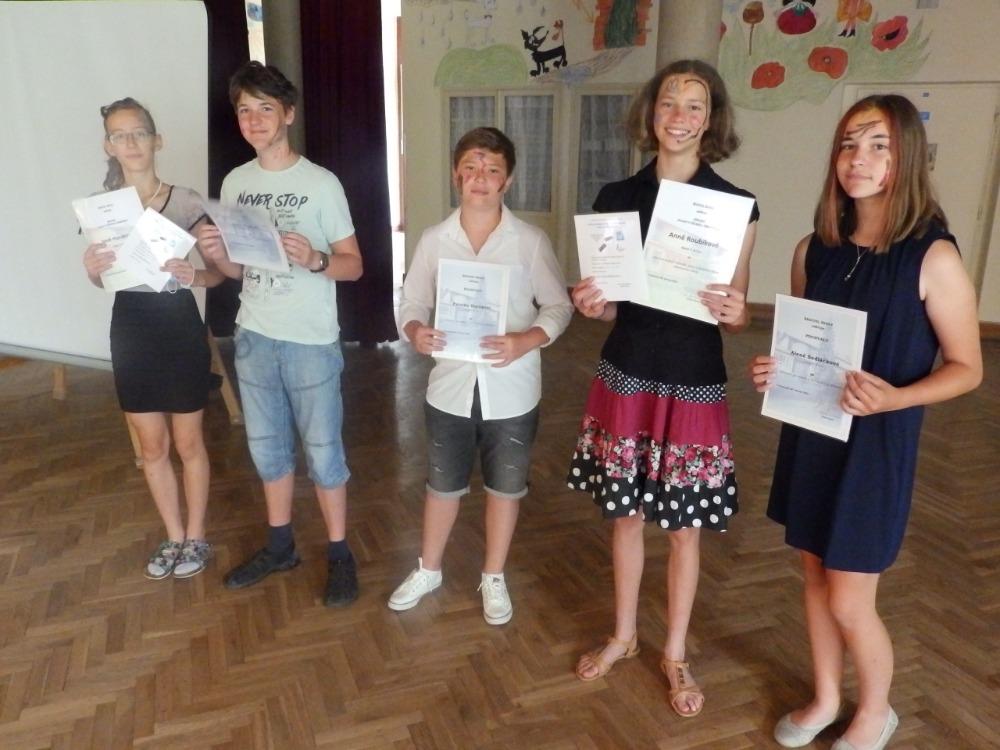 Diplomy a pochvaly ŘŠ pro žáky 7.A