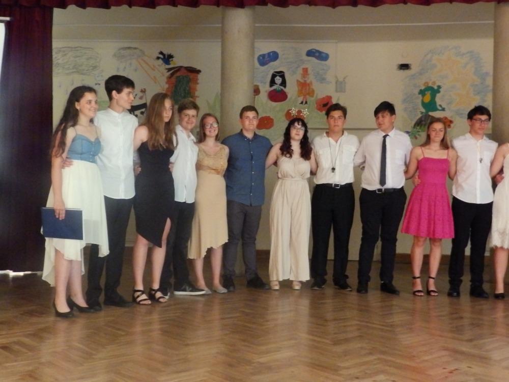 Rozloučení žáků 9.A na sále školy (2)