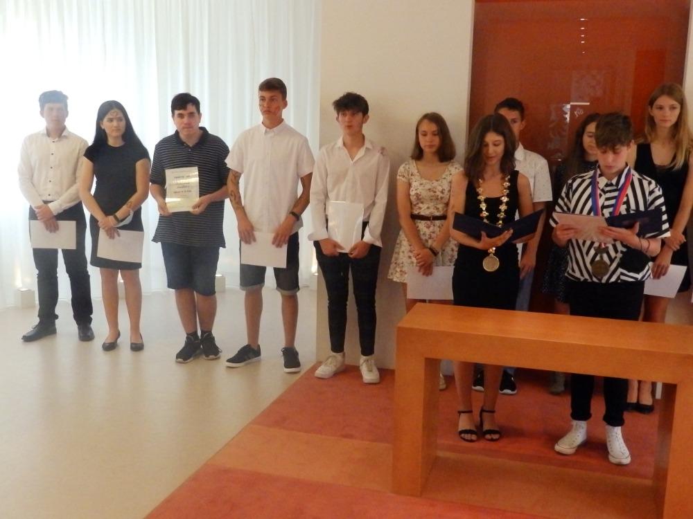 Slavnostní rozloučení žáků 9.B - na OÚ (9)
