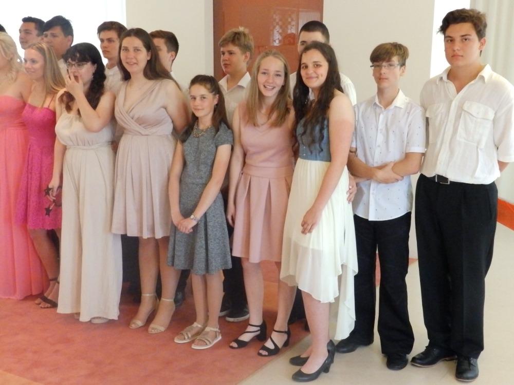 Žáci 9.A na OÚ při rozloučení (7)
