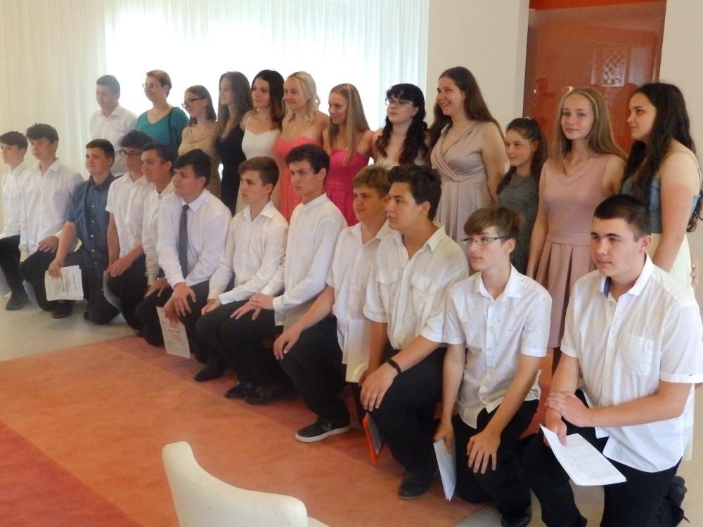 Žáci 9.A na OÚ při slavnostním ukončení škol.docházky (2)
